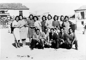 Grupo de mozos y mozas