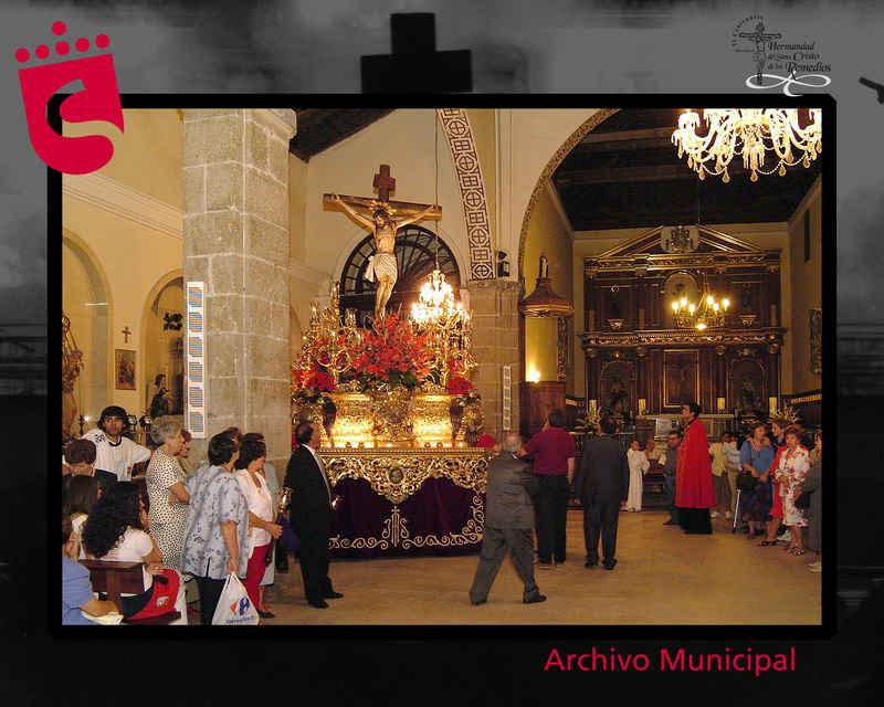 Carroza del Cristo en la iglesia