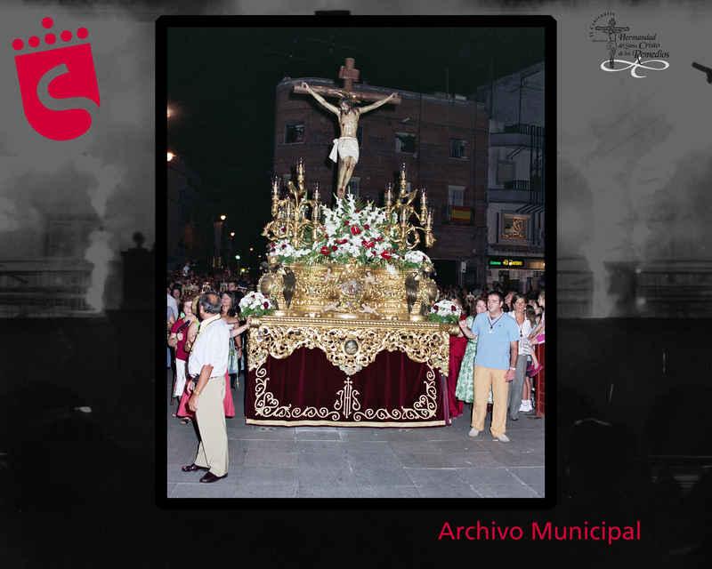 Paso de procesion por calle Ascensión Gomez