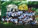 El grupo de participantes en el campamento de verano 2012 de las Ampas de los colegios públicos Antonio Buero Vallejo, Francisco Carrillo y Príncipe Felipe.