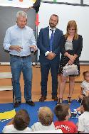 El alcalde, Narciso Romero, y la concejala de Educación, Jussara Malvar,con el director territorial, José Carlos Fernández Borreguero.