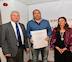 Pedro Flores recibe el Premio Nacional de Poesía José Hierro de la Universidad Popular