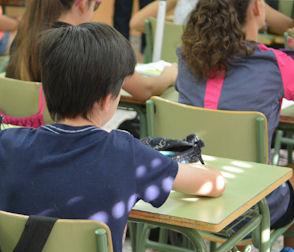 Sanse aprueba nuevas ayudas sociales para la adquisición de libros de texto y material escolar